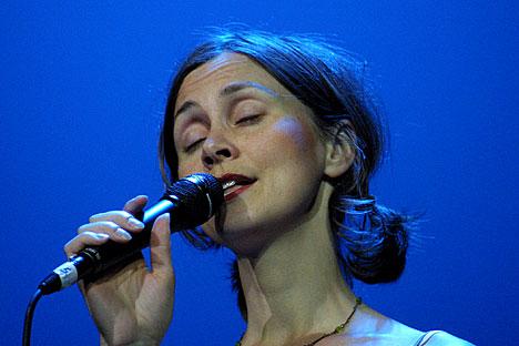 En av 16 vokalsolister; Torunn Sævik.