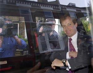 Tony Blairs informasjonssjef Alastair Campbell trekte seg frå stillinga si 29. august. (AP-foto)