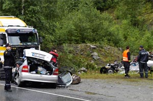I juli omkom fire personer da en trailer kom over i feil kjørebane på denne strekningen. (Foto: Stein Torleif Bjella / Hallingdølen / SCANPIX