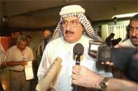 Rabia Muhammad al-Habib møter pressen etter raidet mot hjemmet hans (Scanpix/AP)