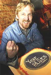 Festivalleder for Notodden Blues Festival, Jostein Forsberg selger billetter så det suser etter. Foto: Heiko Junge / SCANPIX.
