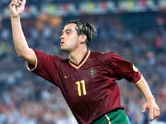 Sergio Conceicao jubler etter å ha scoret hat trick mot Tyskland under EM i 2000. (Foto: AP/Scanpix)
