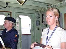 Reiseradioens reporter Hanne Hoftun (t.h.) til rors.