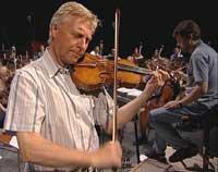 Arve Tellefsen synes det er givende å spille med Ungdomssymfonikerne.