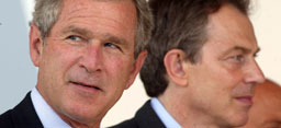 Irak-kameratene Bush (t.v.) og Blair har begge problemer.