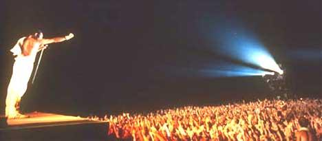 Queen ønsker å fylle stadioner igjen, men de har ingen planer om å erstatte Freddie Mercury. Foto: queenzone.com.