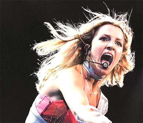 Er ingenting hellig lenger, spør Britney.
