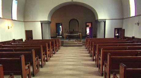 Fire menn er tiltalt etter likskjendingen i Nordre Gravlund kapell i Skien 14. og 15. juni.