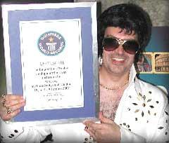 Den britiske Elvis-imitatoren, Gary Jay, har rekorden med 25 timer, 33 minutter og 30 sekunder. Foto: www.garyjay.co.