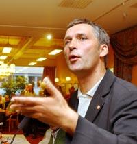 Jens Stoltenberg synes budsjettforslaget er verre enn han trodde.(Foto: Scanpix)