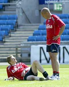 Nils Johan Semb ser gjerne Ole Gunnar Solskjær i en posisjon, om enn ikke liggende på ryggen. (Foto: Tor Richardsen / SCANPIX)