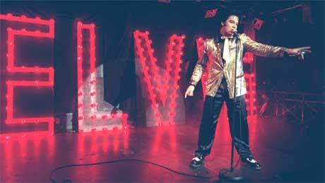 Kjell Elvis gjør mellom 150 og 200 konserter hvert år. Her på Smuget i Oslo. Foto: Per Løchen / Scanpix.