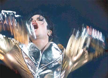 Michael Jackson er lei av at folk spøker med ham. Foto: Stanislav Peska / AP.