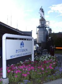 Det var jubel ved Peterson Lineboard i Moss mandag, da beskjeden kom om at SFT hadde utsatt rensekravet med tre år. Foto: NRK