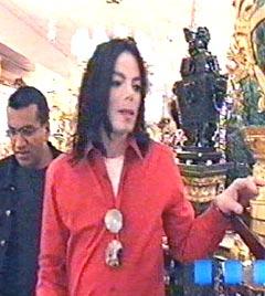 """Michael Jackson shopper for ca. 40 millioner kroner i løpet av noen minutter i dokumentaren """"Living with Michael Jackson"""". Foto: AP."""