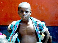 Tusenvis av barn ble tvunget til en tilværelse som soldater under den brutale borgerkrigen i Liberia. Wilson er bare en av mange. Nå tvinges de til å legge ned våpnene. Foto: Kirkens Nødhjelp