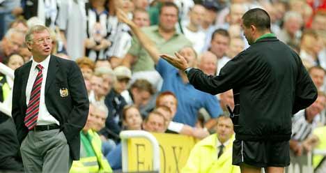 Alex Ferguson ble vist opp på tribunen lørdag.(Foto: Ian Hodgson/Reuters)