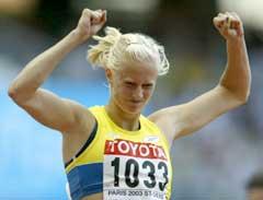 Carolina Klüft jubler etter seieren på 200 meter. (Foto: Reuters/Scanpix)