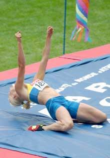 Carolina Klüft har nettop satt ny pers i høyde med 1,94. (Foto: Cornelius Poppe / SCANPIX)