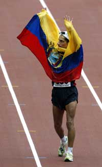 Jefferson Perez etter å ha tatt Ecuadors første VM-gull i friidrett noensinne. (Foto: Reuters(Scanpix)