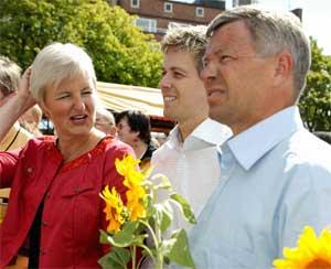 TJENER MEST: Krf-topp Valgerd Svarstad Haugland og statsminister Kjell Magne Bondevik troner på toppen av inntektslista for norske politikere. De to Krf-erne tjener begge godt over 800.000 kroner hver. (Foto: Scanpix)