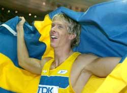 Christian Olsson feiret gullet. (Foto: Reuters/Scanpix)