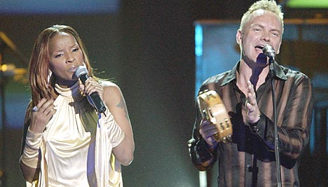 Mary J. Blige og Sting framfører