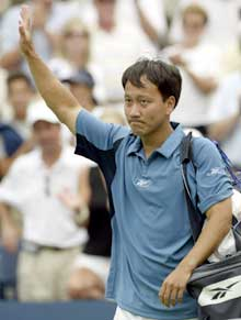 Michael Chang vinket farvel til publikum for siste gang. (Foto: Reuters/Scanpix)