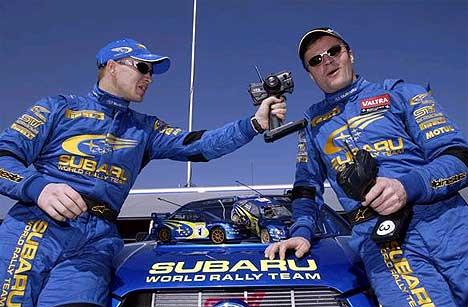 Petter Solberg og Tommi Mäkinen har vært bestevenner i Subaru de siste sesongene, men nå skal Mäkinen gi seg på laget... (Foto: www.swrt.com)