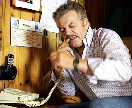 - Unnskyld, da har æ ringt feil nummer.. Nei, Faen! Der sa æ unnskyld! (Foto: Erlend Aas / SCANPIX)