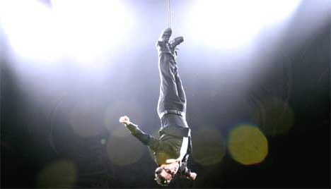 Det blir et forykende show når Robbie Williams opptrer Valhall i Oslo 14. og 15. november. Foto: Mark Earthy / AFP.