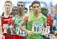 Hicham El Guerrouj dro feltet i starten av 5000-meterheatet. (Foto: AFP/Scanpix)