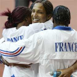 Christine Arron orndet Frankrikes andre gull lørdag kveld. (Foto: AP)