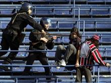 Det var over 400 politimenn på tribunen under kampen mellom Boca Juniors og Chacarita. (Foto: Reuters/Scanpix)