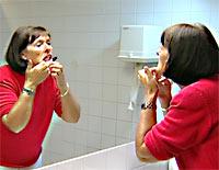 Hver femte nordmann er plaget av sår i munnen.