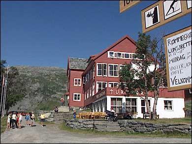 Den kjende fjellføraren Ole Jensson Berge bygde det største hotellet på Turtagrø. (Foto: NRK)