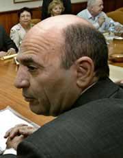 VIL UTVISE ARAFAT: Shaul Mofaz (Foto: Scanpix).