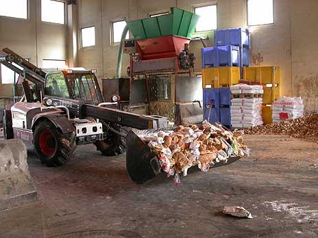Mye av maten som fortsatt kan spises, havner her hos Mat og Emballasjegjenvinning AS i Tønsberg. Foto: NRK