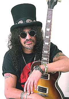 Tidligere Guns N' Roses-gitarist Slash er i dag med i bandet Velvet Revolver. Foto: Jim Cooper, AP / Scanpix.