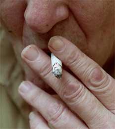 Den forfalskede forskningen viste at bruk av hodepinetabletter kunne redusere risikoen for munnkreft for røykere. Foto: Scanpix
