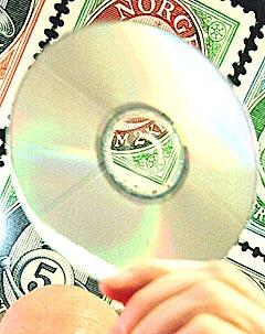 Framtiden til innspilte CD- og DVD-plater er truet og allerede nå selges det flere uinnspilte enn innspilte plater. Foto: Scan-Foto, Berit Roald.