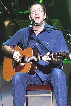 Eric Clapton var rett og slett for lat! Her på scenen i Oslo Spektrum i 2001. Foto: Morten Holm / SCANPIX.