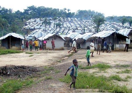 Mange har ikke sett landsbyen sin på flere år. Nå flykter folk fra leir til leir. (Foto: Geir Lindahl/Kirkens Nødhjelp)