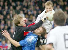 Arni Gautur Arason er islandsk landslagskeeper. (Foto: AFP/Scanpix)