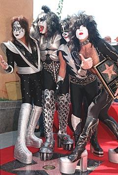 - Etter at Kiss slapp debutalbumet «Kiss» i 1974, ble rocken aldri den samme. Foto: Katie Callan, AP Photo.