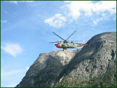 Sea King-helikopteret fra Luftforsvarets Redningstjeneste fant den omkomne jenta. Alle foto: Gunnar Sandvik