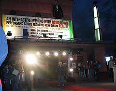 "Mandag kveld kunne Bowie-fansen se David Bowie framføre låter fra sitt nye album ""Reality"" på kino i tre norske byer. Også på Colloseum i Oslo. Foto: Paul Arvid Jørgensen, NRK."