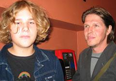 -Vi hadde ikke tenkt å gå, sier Ivar Eidem og sønnen Adrian.
