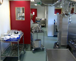 Kjøkkenet på sjukehjemmet ble pusset opp for penger som skulle brukes til ferie for beboerne.