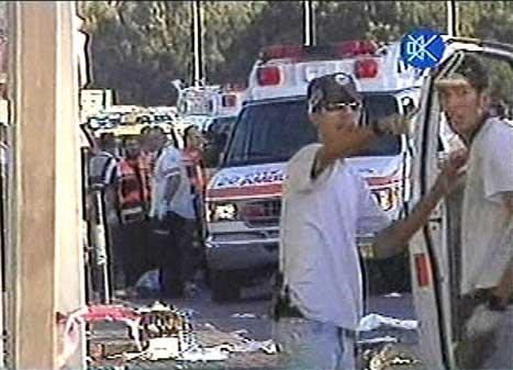 Minst fem menneske vart drepne i ein sjølvmordsaksjon like utanfor Tel Aviv i ettermiddag. (Foto: Israelsk fjernsyn)